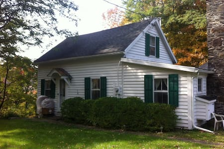 1700s Cottage - Bearsville - Hus