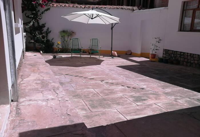 General view of patio/ Vista general del patio