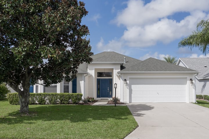 3 Bdrm, 2 Bath, Newly Remodeled, Golf Cart, Pools.