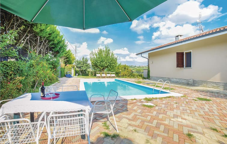 Holiday cottage with 2 bedrooms on 330m² in Agliano Terme (AT)