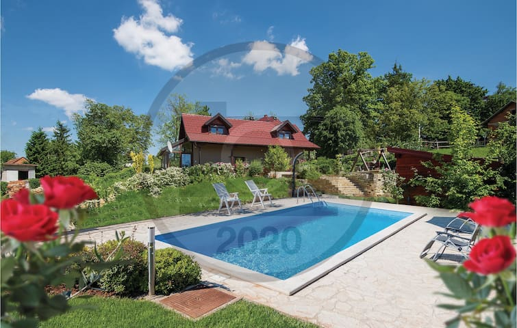 Holiday cottage with 2 bedrooms on 88m² in Seketin