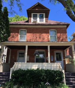 2BD w Porch in Historic Corn Hill - Rochester - Apartment