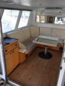 Double cabin with 2 beds. - Barcellona
