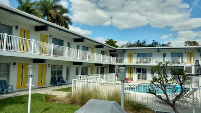 Piscine, bord canal, F. Lauderdale, Wifi, 2e étage