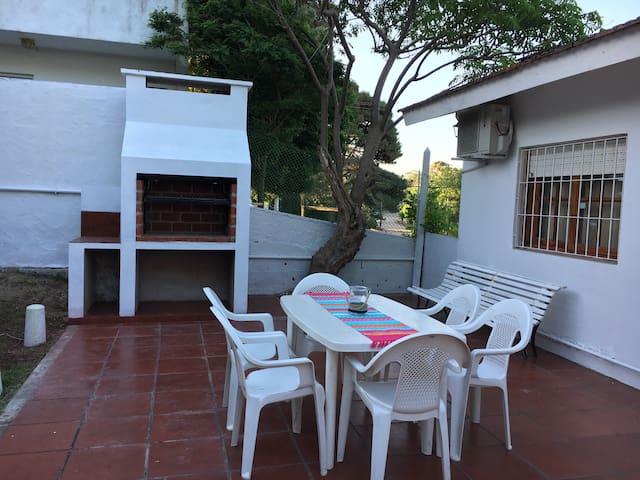 Casa Elena, Ubicada en el centro de Villa Gesell. - Villa Gesell - Huis