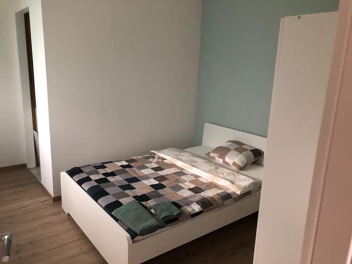Bedroom with private bathroom 5min Basel Airport1