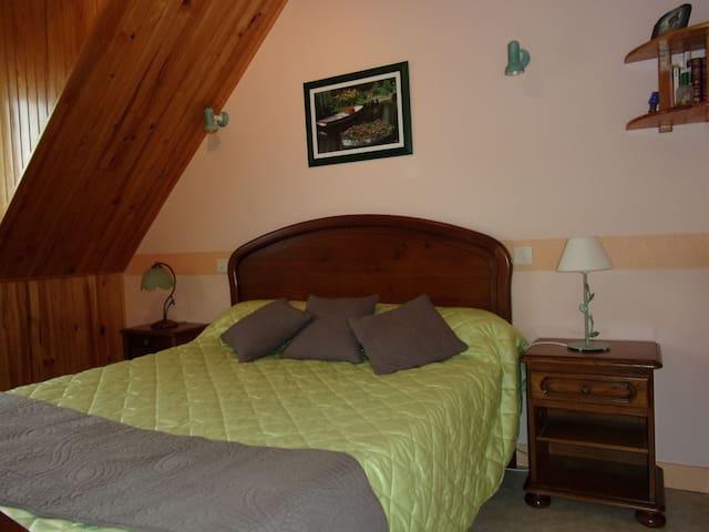 Une chambre double (située à l'étage)