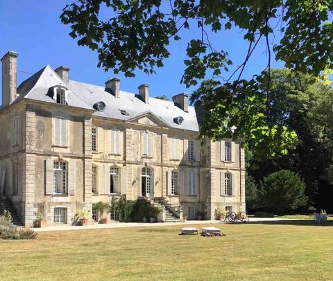 Elegant 18th Century Château - Historic landmark