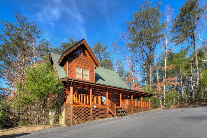 LUXURY CABIN-2/2-IN/OUTDOOR POOL-GREAT LOCATION!EF
