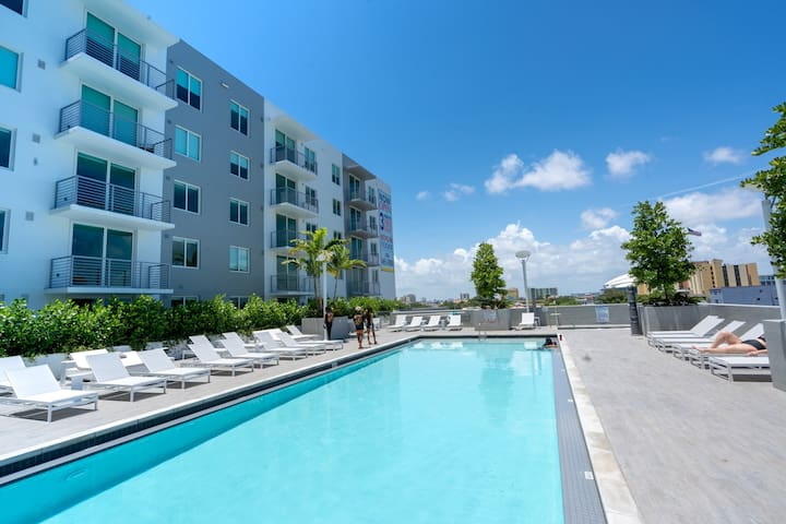 #1023 + LUX 1/1 with Heated Pool and Skyline View