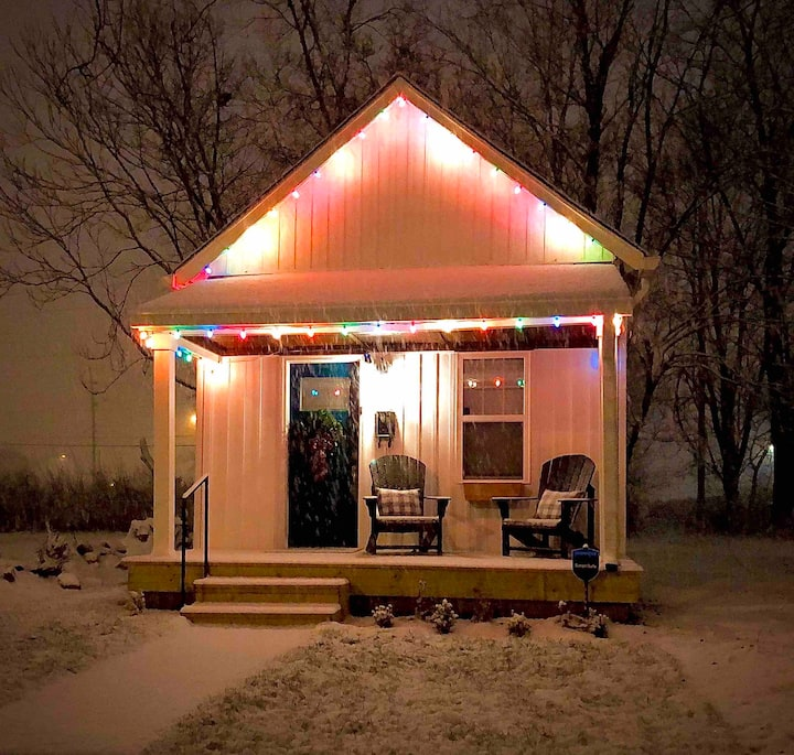 Tiny Cottage, Big Dreams! Downtown Indianapolis
