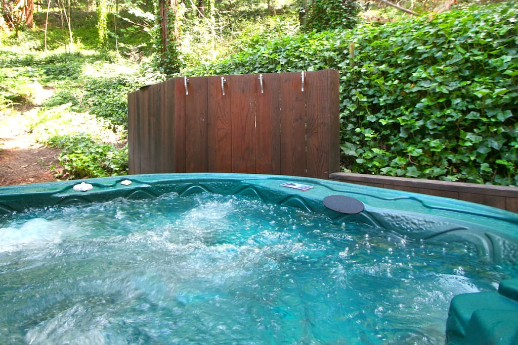 The hot tub open to the forest above