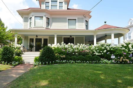 Asbury - Fully Restored Victorian -5 min to beach!