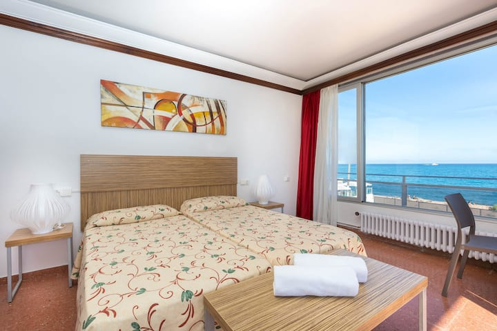 Malgrat de Mar Beachfront Village 3 Room (8Pax)
