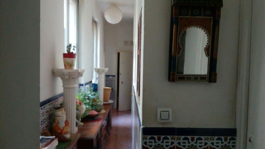 Habitacion de matrimonio con derecho a cocina