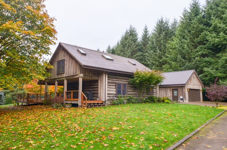 Gorgeous One of a Kind Log Home in Wine Country