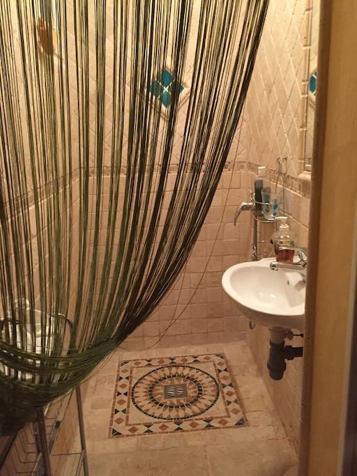 Douche italienne - vasque - toilette séparé