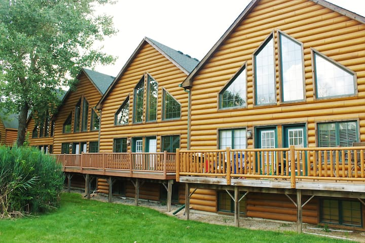 GRAND BEAR RESORT LUXURY CABIN NEAR STARVED ROCK - Oglesby - Cabin