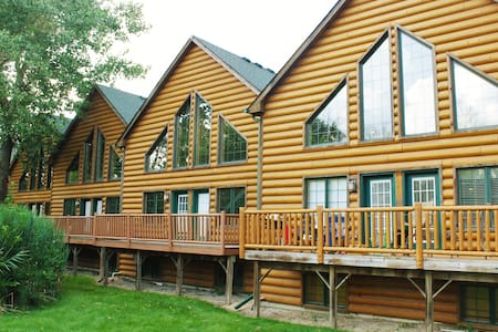 GRAND BEAR RESORT LUXURY CABIN NEAR STARVED ROCK - Hytte