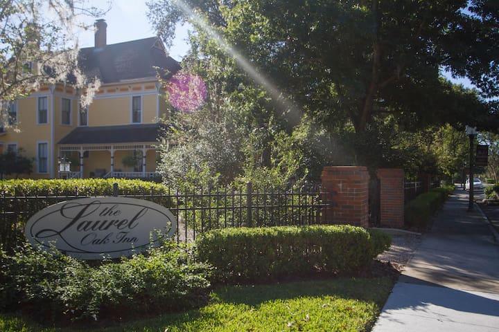 Natchez Suite - The Laurel Oak Inn