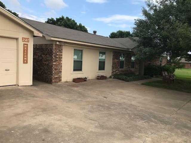 Serenity Place Close to Waco, Magnolia, & Baylor
