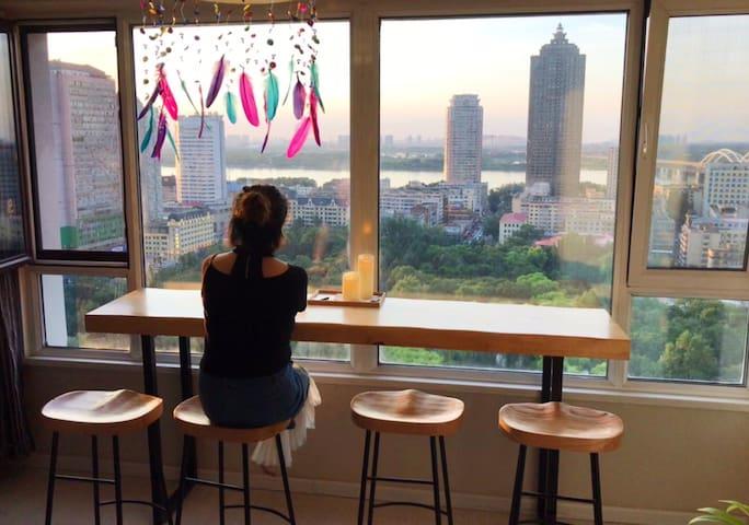 观日出日落,看网红老江桥,享兆麟公园的慢生活,旅行就是感受生活方式,这样的生活你可喜欢!白茶清欢无别事,我在等风也等你!