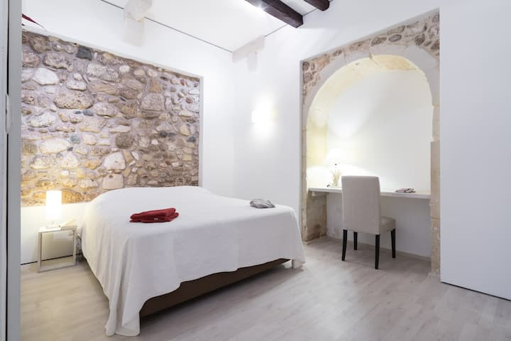 Exclusive suite in the heart of Ortigia.No stairs!