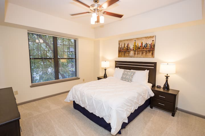 STYLISH-2Bedroom 2Bathroom Furnished- Las Olas FLL