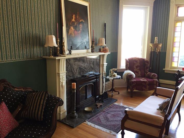 Queen's Manor, Victorian  Guest House