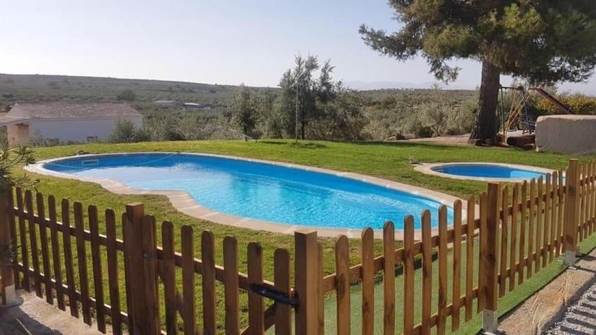 Jolie maison avec piscine partagée