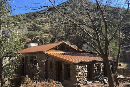 Charming Stone Home in Historic Old Bisbee - Bisbee - Rumah