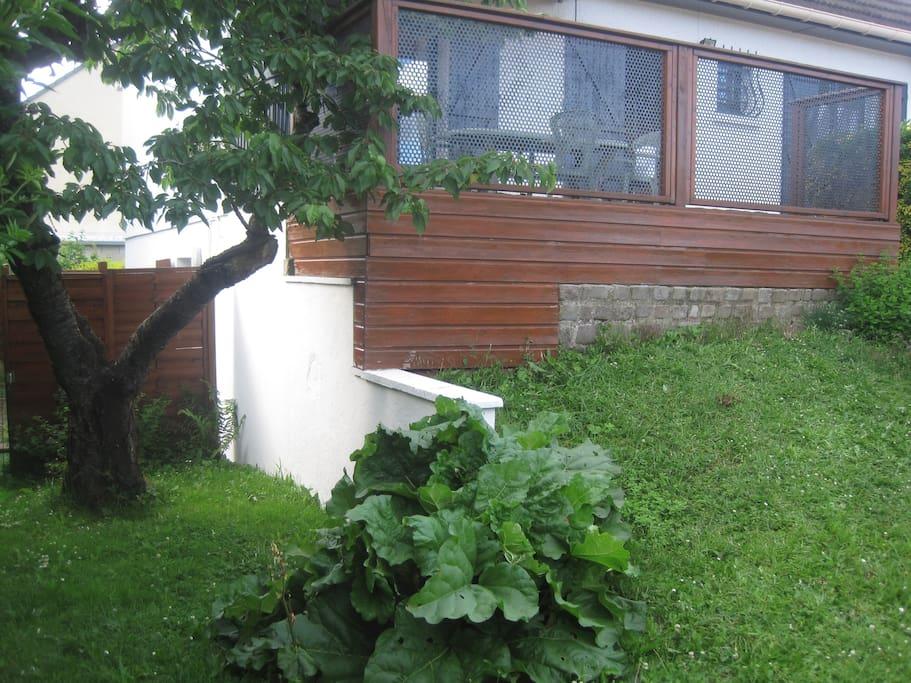 Jardin à l'avant / terrasse