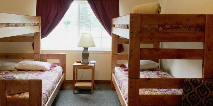 B Bedroom with Private Bathroom - Alaska Garden Gate Bed & Breakfast