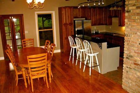 Magnolia Bluff - Covington - Huis