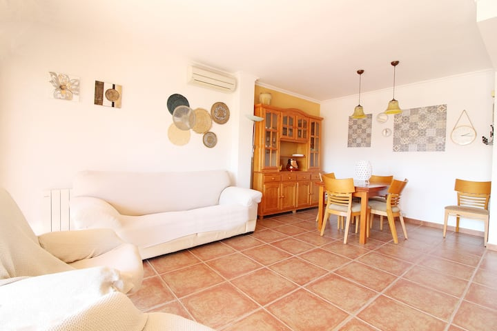 Penthouse with large terrace on the beach of Canet