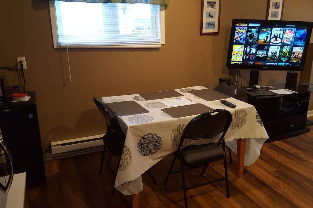 Updated 2018-06-14: Living area with table/chairs and a TV with a Kodi box that has various TV shows and movies.