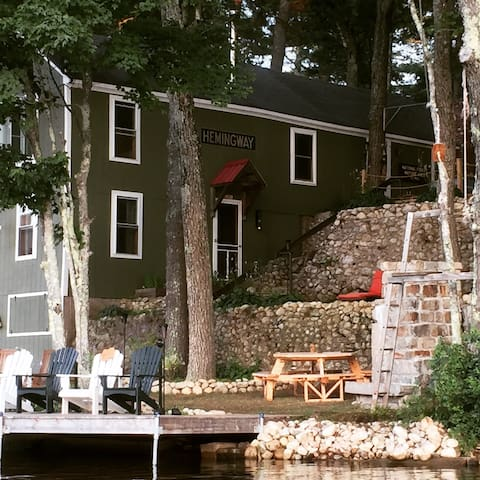 Classic lake house, 3 bedroom Camp Hemingway. - Windham - Haus