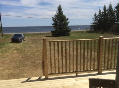 Saint Thomas Oceanfront Cottage - Saint-Thomas-de-Kent - Mökki