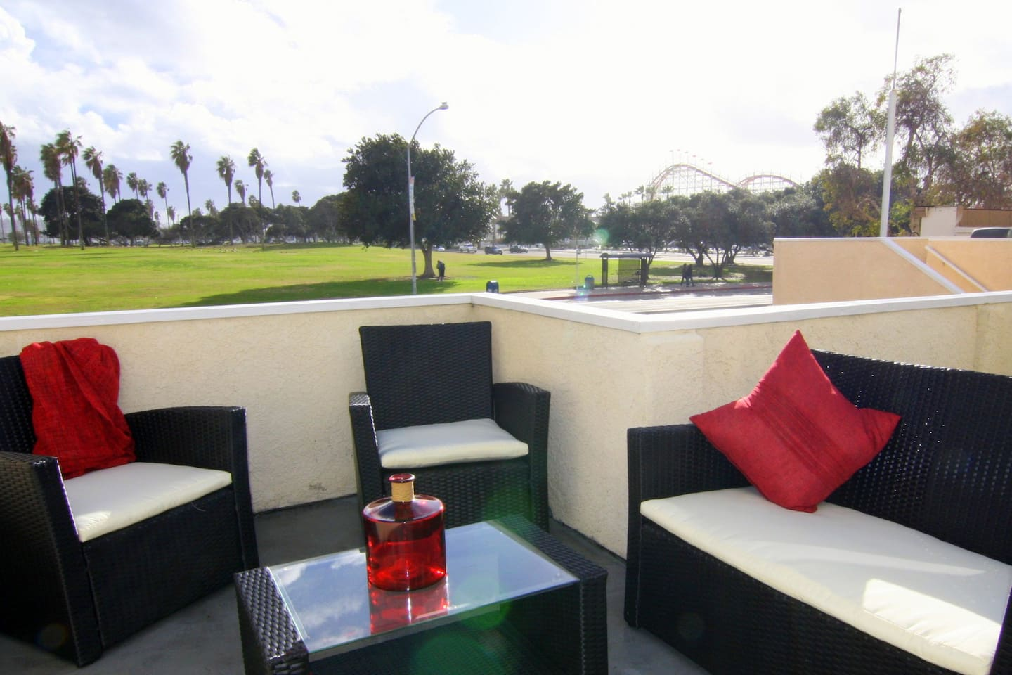Right across the street from Belmont Park and the famous Mission Beach Roller Coaster, Mission Bay Park and Bay Views!