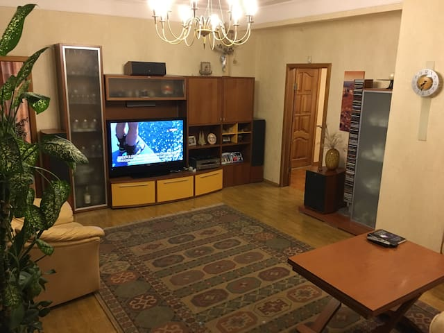 2-bedroom apartment (10 minutes from city center)