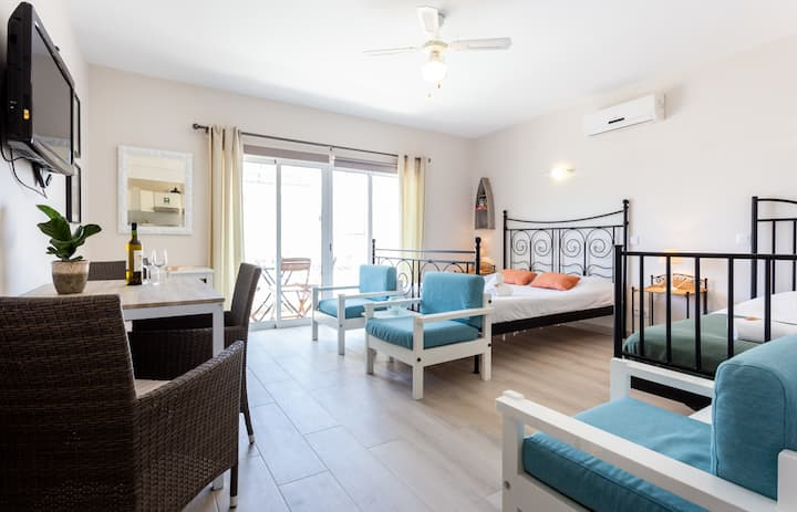 Mariners (6) - Bright and stylish apartment - 2 minute walk to the beach