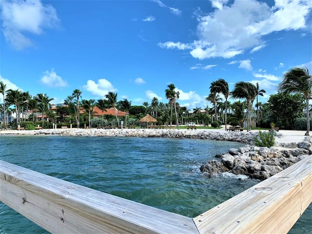 Lou & Mary`s Getaway ~ 2 bed 2 Bath Key Colony home with Boat Dockage