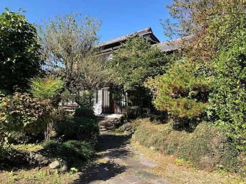 民泊青山は、まるまる貸切の和風住宅です。(1名様から可)