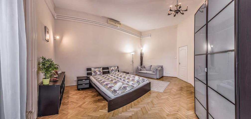 Andrássy Avenue apartment Room 1