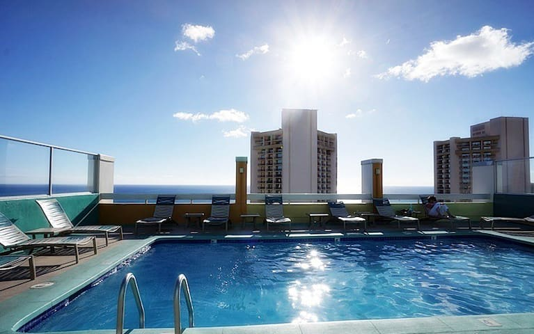Beautiful Ocean view unit in the heart of Waikiki