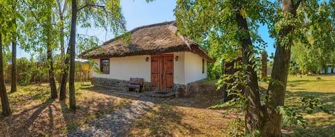 Гостиный двор на хуторе Крещатик - Меньший дом