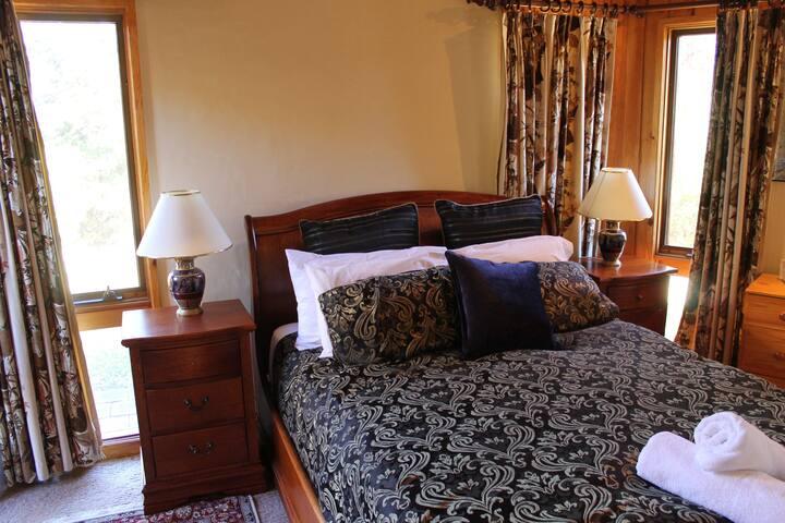 Creswell Suite Queen Bedroom