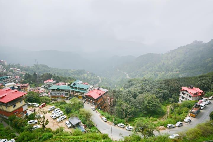 OYO - 1BR Abode w/ Panoramic View, Shimla