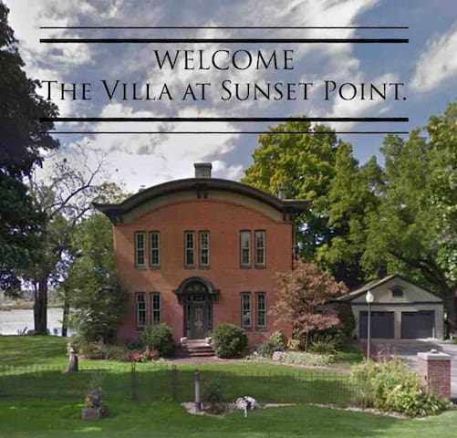 The Villa @ Sunset Point (Main Floor Getaway)