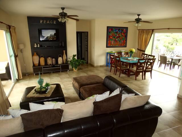 Hermoso y Exclusivo Apartamento en playa Coronado